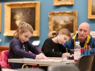 Image: Children drawing in the gallery